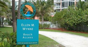 Ellen Wynne Beach Access Sign with a CLOSED Warning above it.