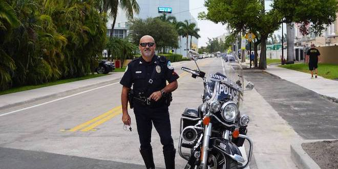 Photo: Police Officer with his motorcycle