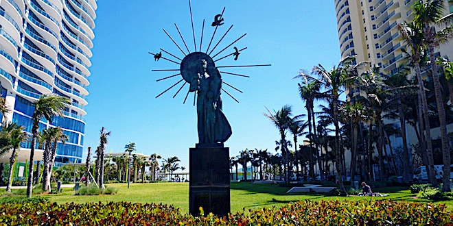Statue of family at the entrance of Samson Oceanfront Park
